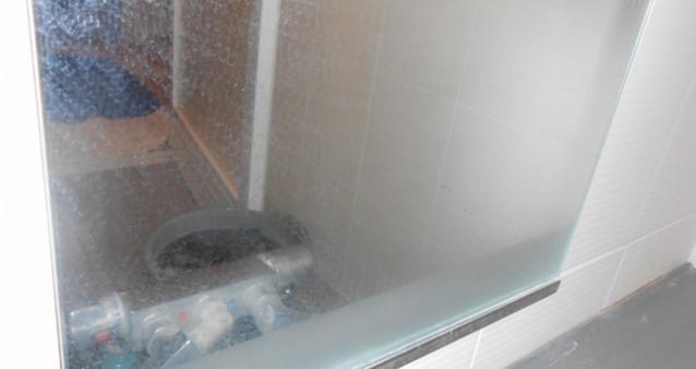 お風呂の鏡を掃除