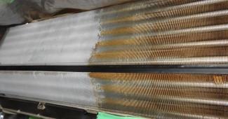 エアコンの臭いの原因と対策