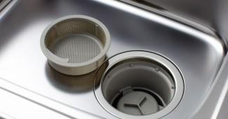 キッチンの排水溝を掃除