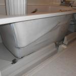 浴槽エプロン内部清掃です。